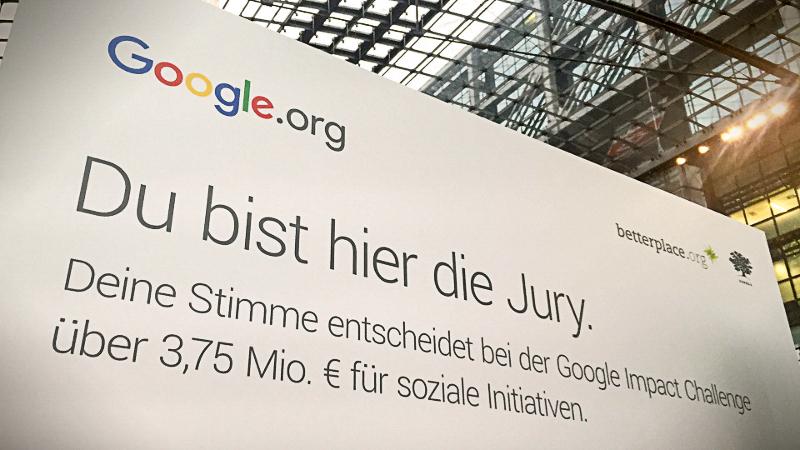 Werbetafel am Berliner Hauptbahnhof (Quelle: Heimat Berlin)